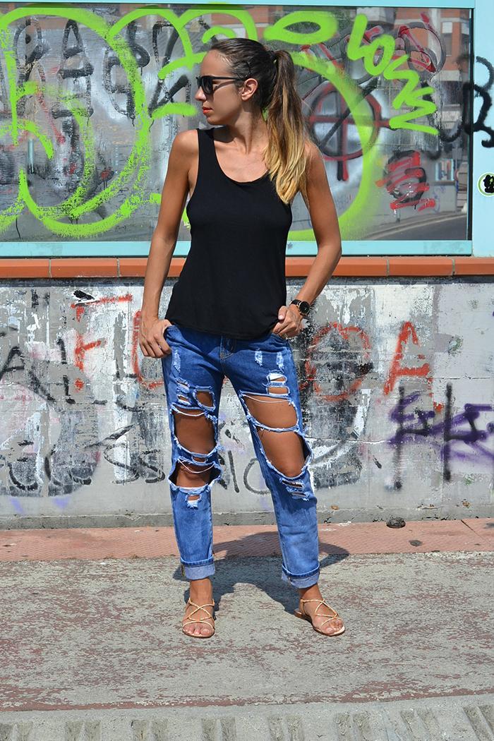 jeans super strappati