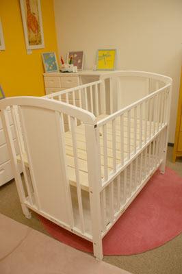 Furniture tokyo baby fruniture rental baby crib white for Furniture rental tokyo