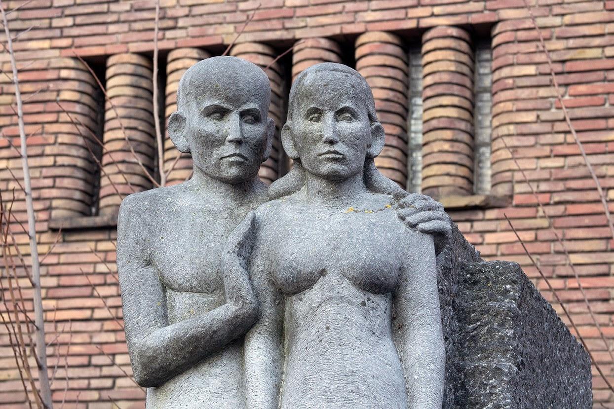 WG: statue by Hildo Krop