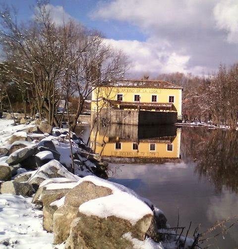 Restaurante el Molino de la Losa - reflejo en el frío agua