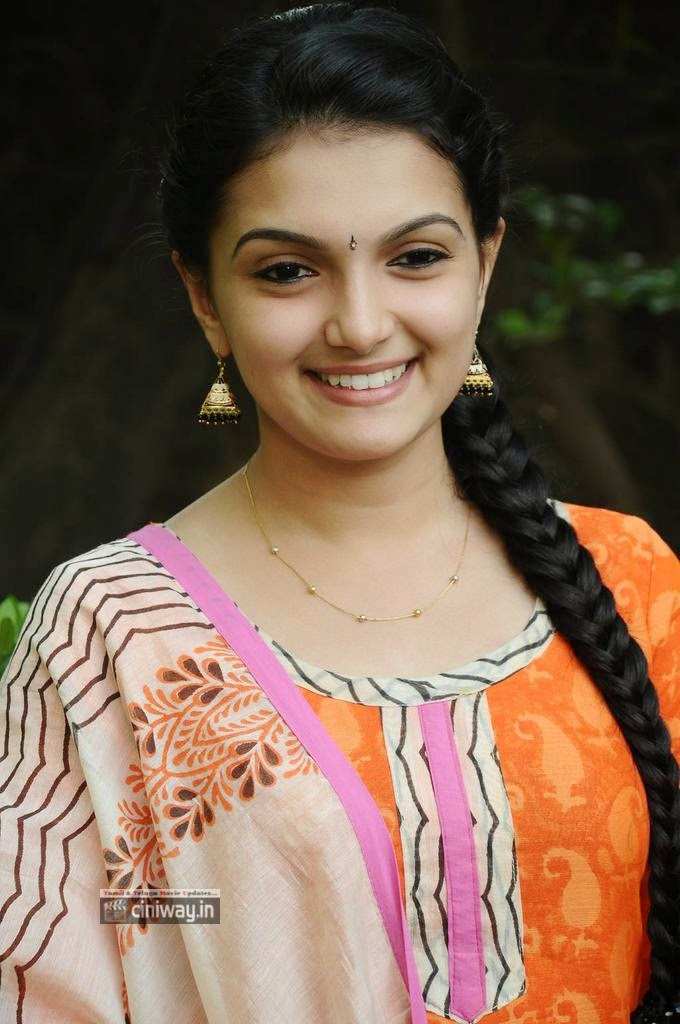 Saranya-Mohan-at-Kadhalai-Thavira-Veru-Ondrum-Illai-Movie-Press-Meet