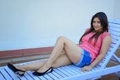 Prabhajeet Kaur Glamorous Photo shoot-thumbnail-4