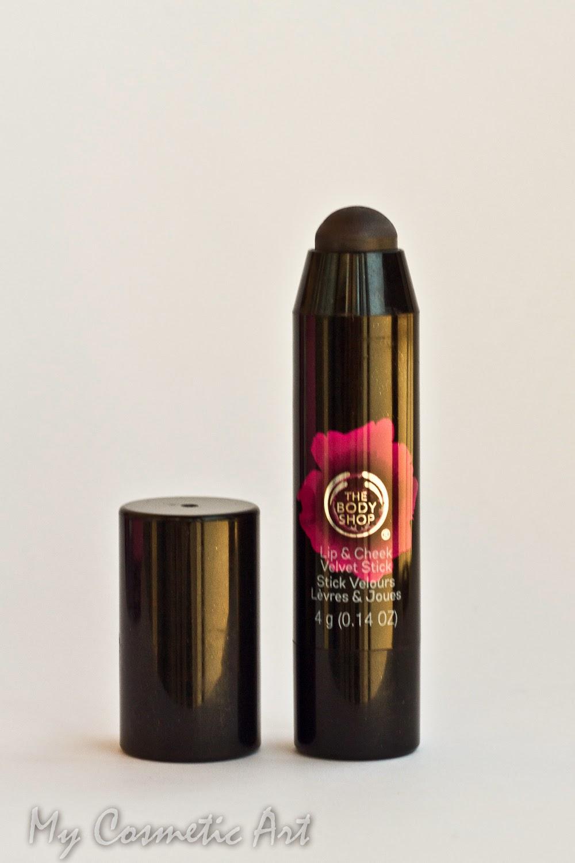 Stick Velvet Poppy Universal de The Body Shop, para labios y mejillas.