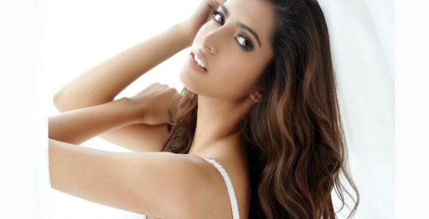 Manasvi Mamgai Sizzling Hot FHM Magazine December 2014 Photos
