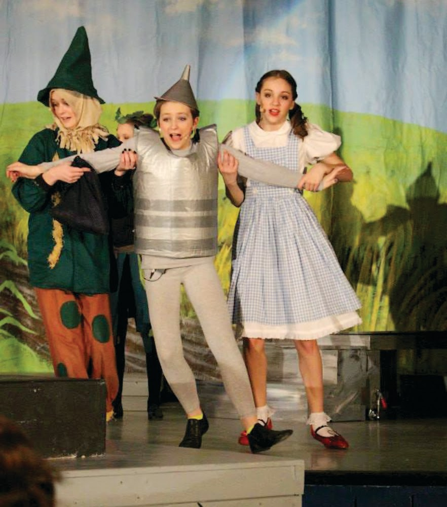 The Windham Eagle: Actors successfully stretch talents in the JSMS ...