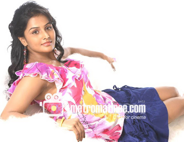remya nambeesan navel hot