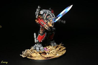 Detalle de la espada Némesis del Servoterror Némesis