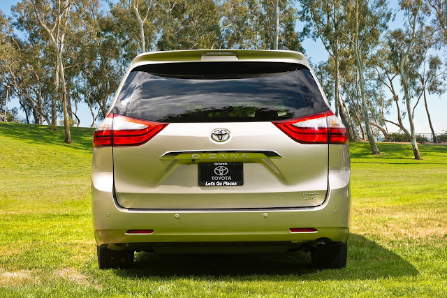 Rear view of 2015 Toyota Sienna Limited