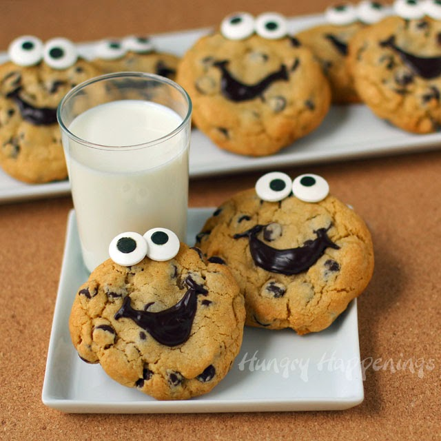 Smiley Face Chocolate Chip Cookies   HungryHappenings.com