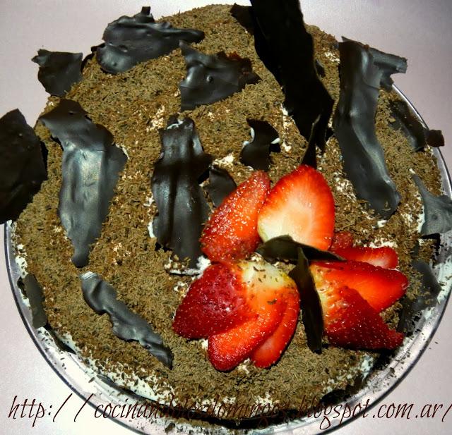 torta de chocolate y fresas
