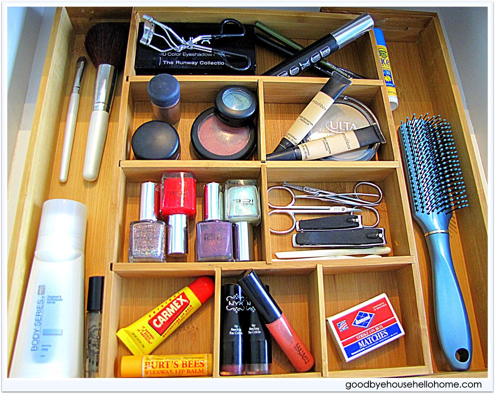 Blog : An Organized {& simplified} Makeup Vanity Drawer