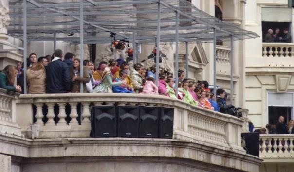 El balcón del Ayuntamiento antes de la Mascletà.