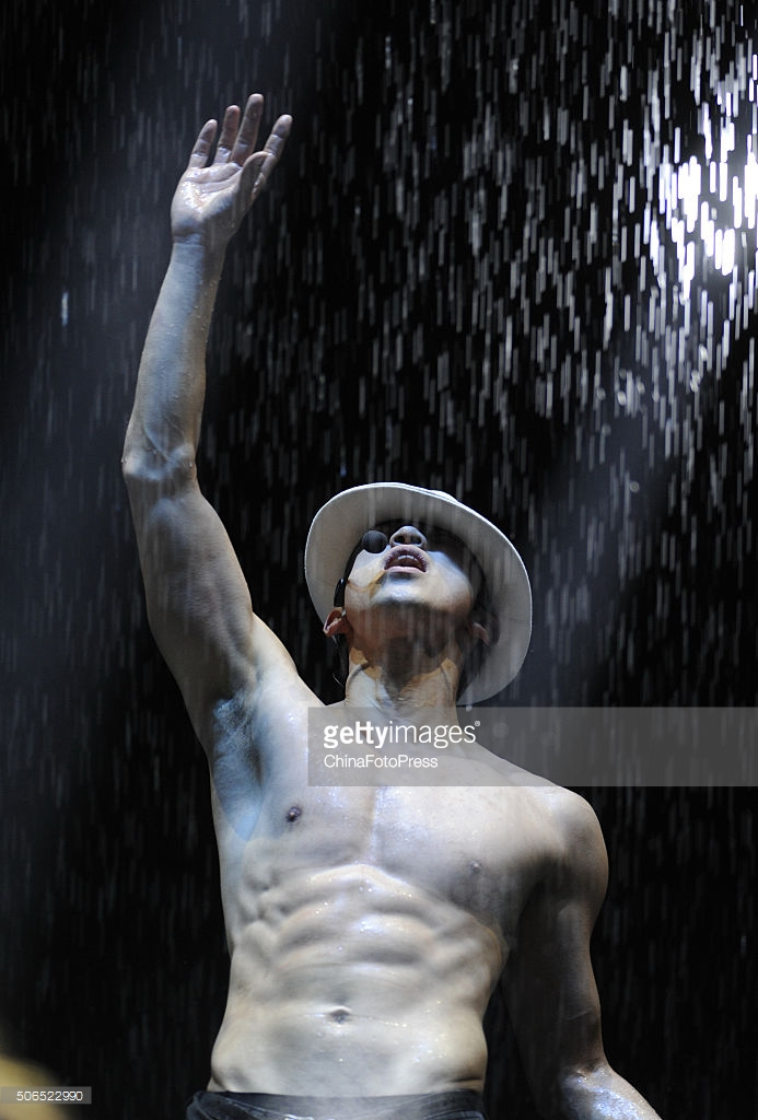 http://4.bp.blogspot.com/-KVu6vJDWluM/VqXRXoVJxWI/AAAAAAABQxk/aGa35nY6fnA/s1600/south-korean-singer-rain-performs-onstage-during-his-concert-the-picture-id506522990.jpg