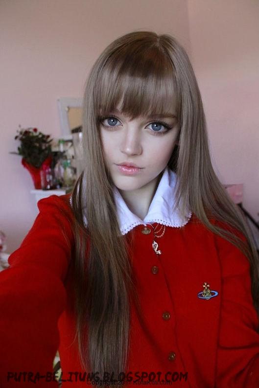 ... pengemar boneka barbie coba bandingkan boneka barbie dengan cewek ini