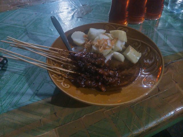 Kuliner: Sate Madura di Ujung Tanjung, Rohil
