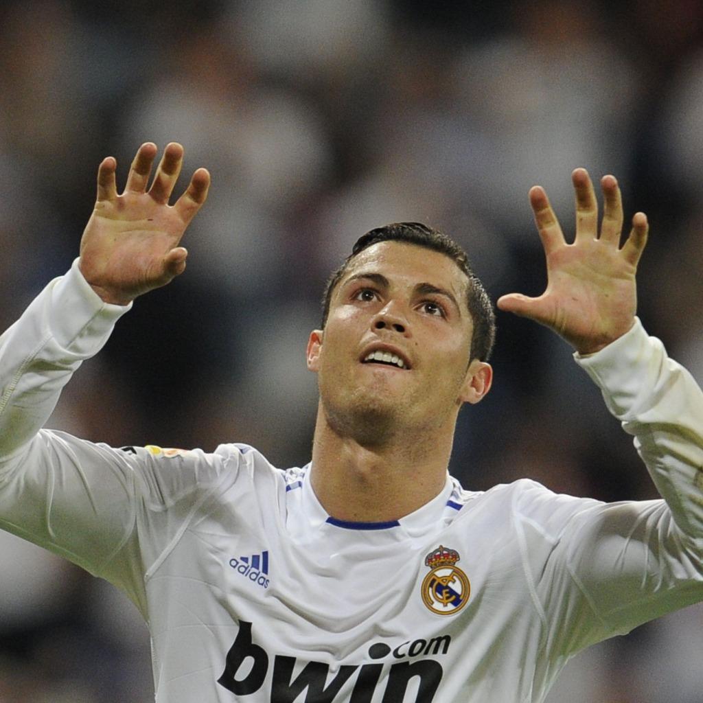 http://4.bp.blogspot.com/-KWOLmLpunDk/UFQI6Bq_wiI/AAAAAAAAABQ/zCX6uhY78wE/s1600/sport-free-wallpapers010-Cristiano-Ronaldo-Real-Madrid.jpg
