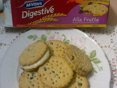 biscotti diestive con crema al cioccolato bianco