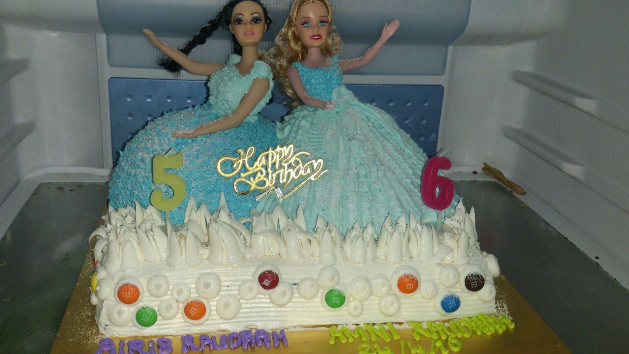 ☕ BARBIE CAKE