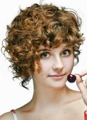 Model Rambut Keriting Pendek 1