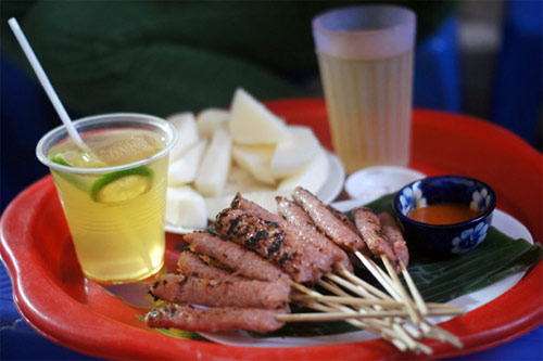 Nem chua nướng số 10 Ấu Triệu - Các địa điểm ăn vặt ngon nổi tiếng Hà Nội
