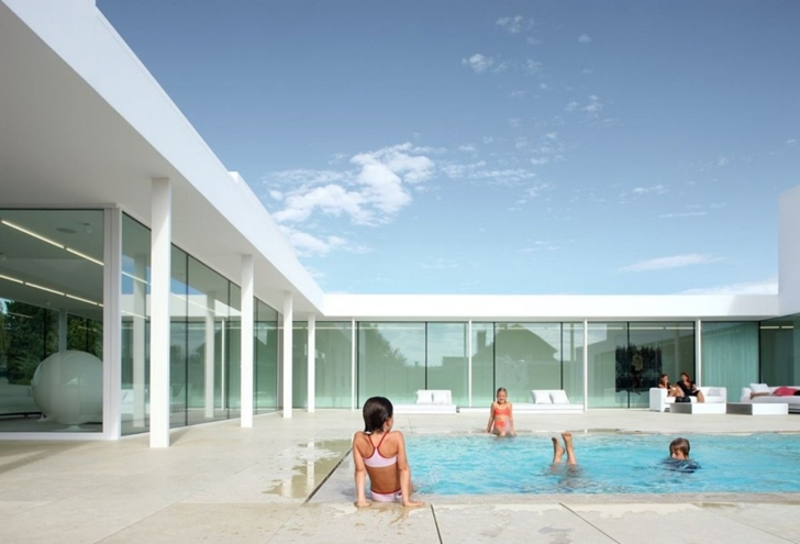 Swimming pool in Villa V in T by Beel & Achtergael Architects