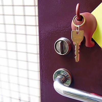 Colgador de llaves que ladra