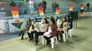 """Além dos diplomas do Programa Educacional de Resistência às Drogas ( Proerd ), foram entregues a premiação da 12º Copa Proerd, que teve competições de futsal e queimada, e do concurso de redação entre as escolas atendidas, que teve como tema """"Proerd, vida e paz"""". Confira abaixo as fotos do evento ocorrido no Ginásio do Ceclans em Barroso Minas Gerais"""