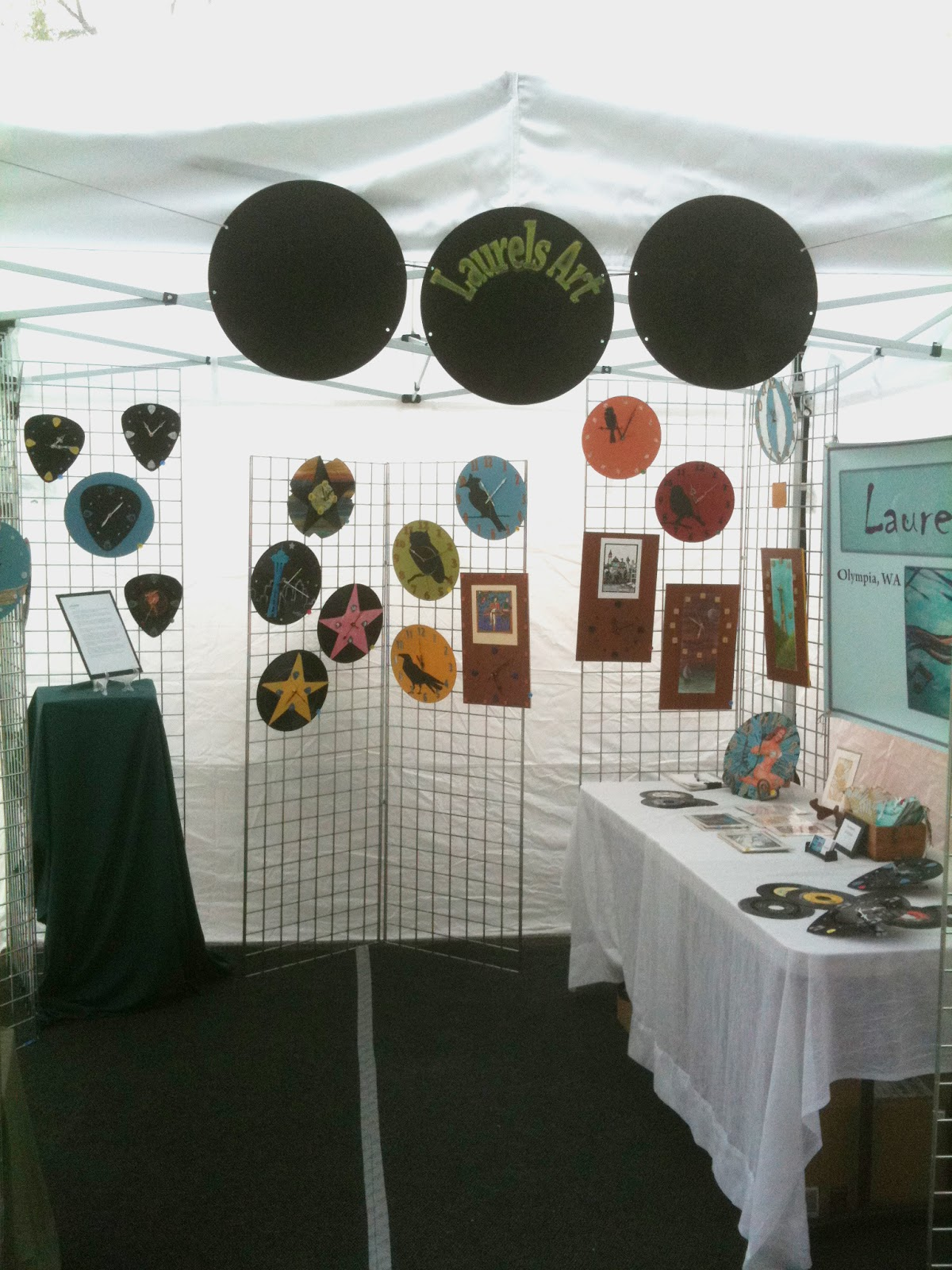 Craft Booth Tent http://artoly.blogspot.com/2011/07/show-me-your-booth.html