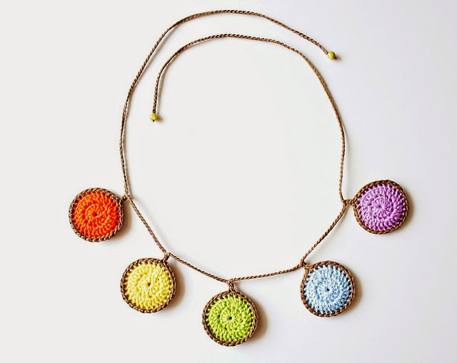 free crochet pattern colorful circles necklace