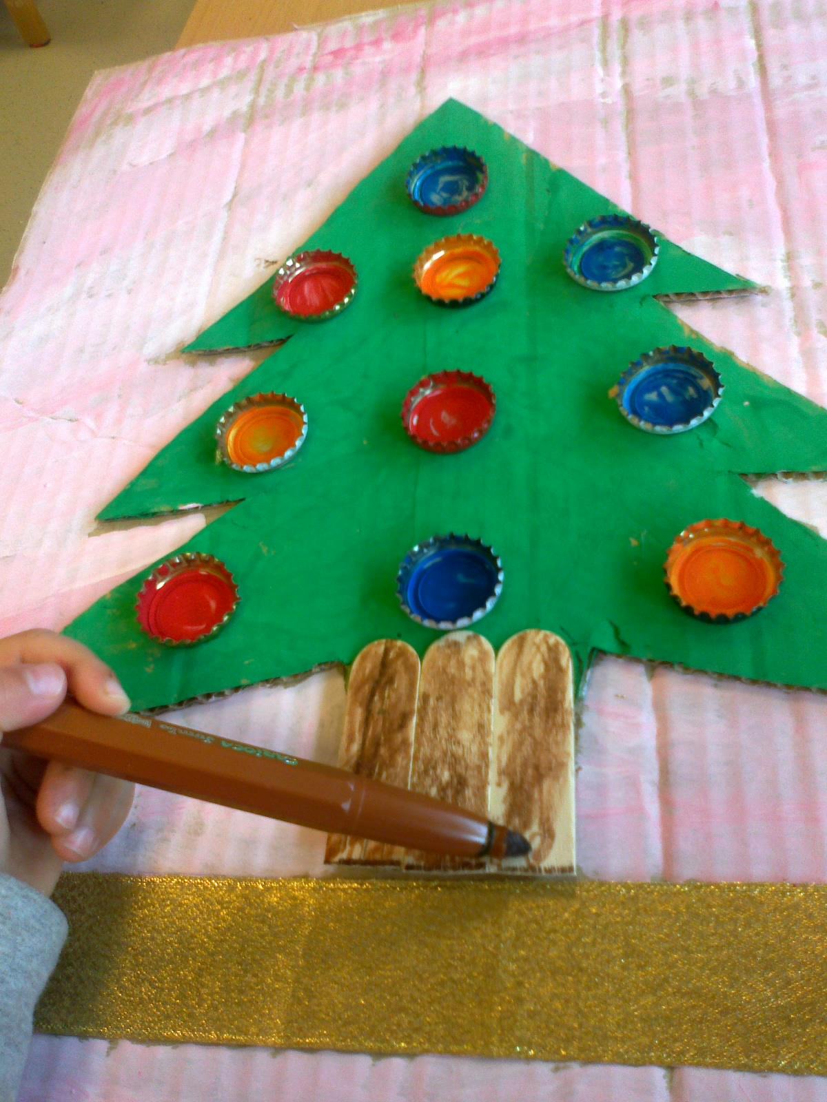 Δέντρο με άχρηστα υλικά