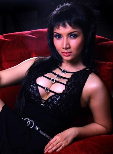 Roro Fitria Terbaru Mei 2013 - Kumpulan Foto Hot Roro Fitria - Roro ...