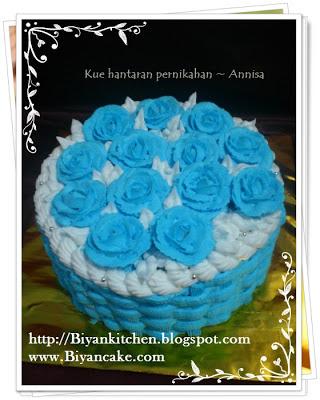 Cake Hantaran keranjang mawar biru
