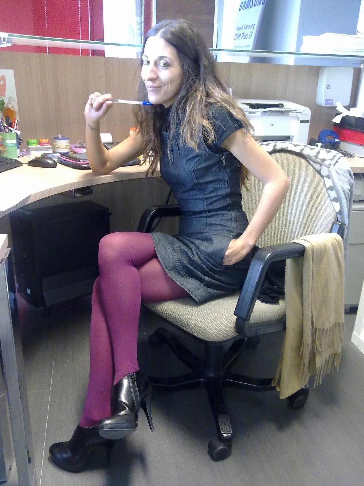 Con un par de armarios chicas de oficina for Oficinas chicas