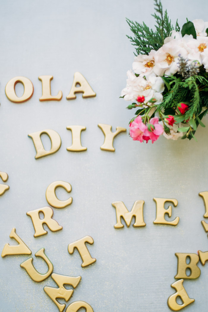 Letras de imán doradas para tu nevera diy