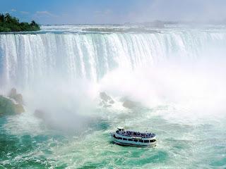 Maid of the Mist VII, Niagara Falls, Ontario, Canada Wallpapers