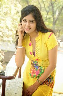 actress madhumitha Pictures at cut chesthe pm 032.jpg