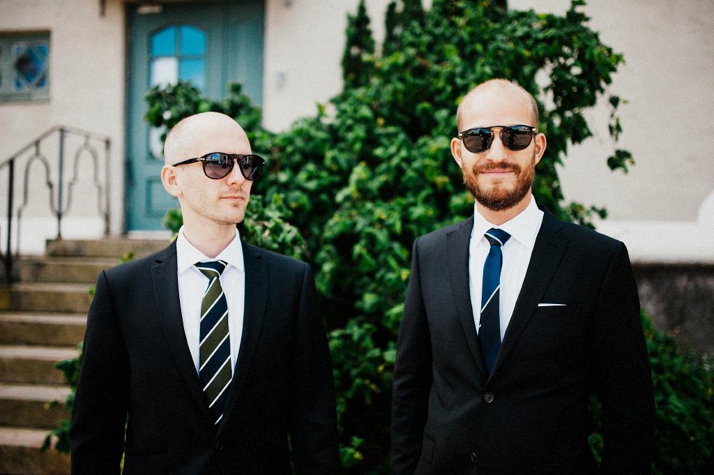 Brudgum och best man i Laholm