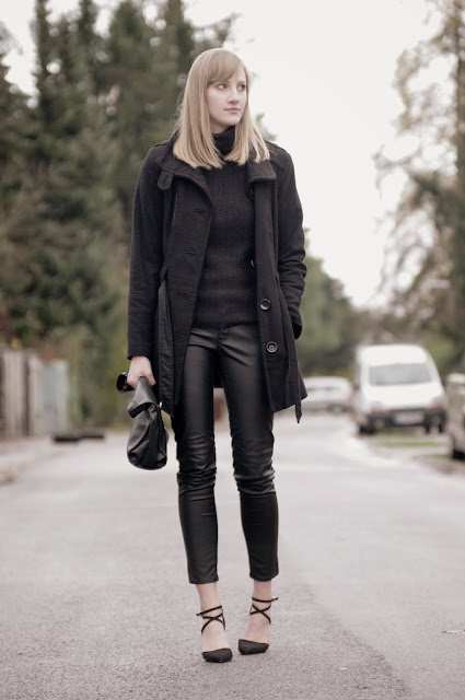 leather pants H&M hm aw 2013 2014, zara lunchbag, black turtleneck sweater, black coat s oliver, winter outfit look, asos strappy heels, fashion blogger blog, style blogger