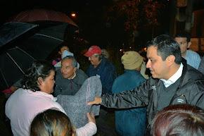 Entrega Américo Zúñiga apoyos invernales en las colonias Higueras y El Mango