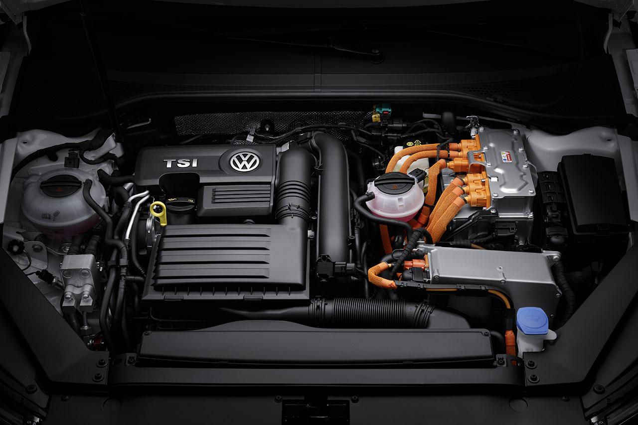 Volkswagen Passat GTE Plug-In Hybrid engine