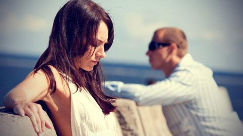 كيف تتعامل مع احباط ما بعد الزواج - زوجان تعيسان - رجل وامرأة يكرهان بعضهم - الفراق - sad couple - man hate woman