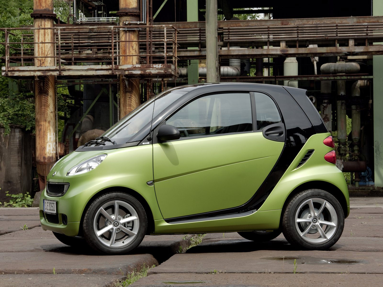 2011 smart fortwo car desktop wallpapers wallpaper desktop cool. Black Bedroom Furniture Sets. Home Design Ideas