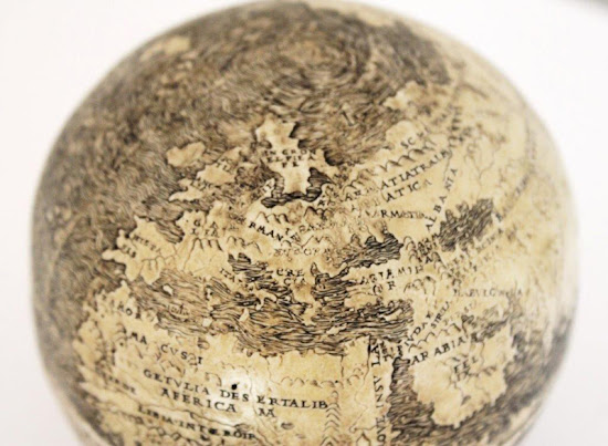 globo terráqueo más antiguo avestruz