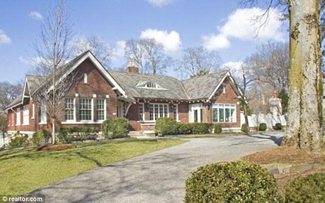 Taylor swift a taste of how she lives 1 5 million dollar for 50000 dollar house