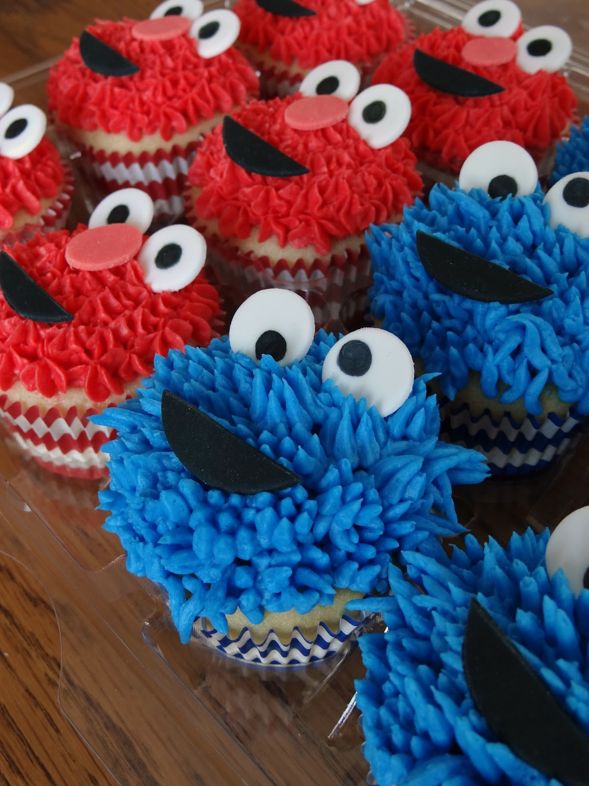 Libby's Cupcakes Etc: Cookie Monster & Elmo Cupcakes