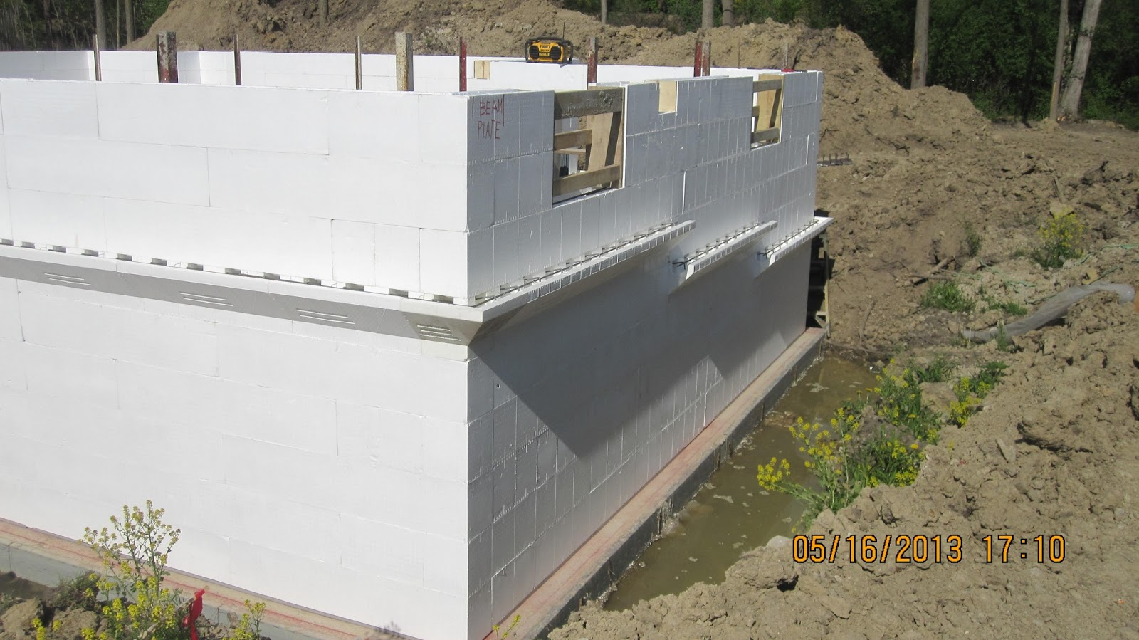 Energy efficient building network installing insulating for Concrete block basement