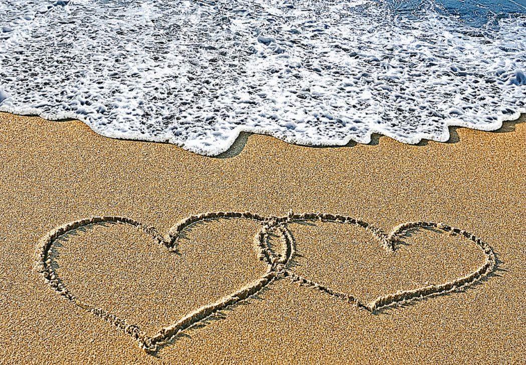 Beach love backgrounds download hd wallpapers desktop - Love wallpaper background ...