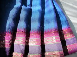 Sari indiano dettaglio: il bordo alto impreziosito di fili dorati e lavorazioni