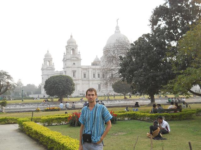 парк у дворца Виктория в Калькутте