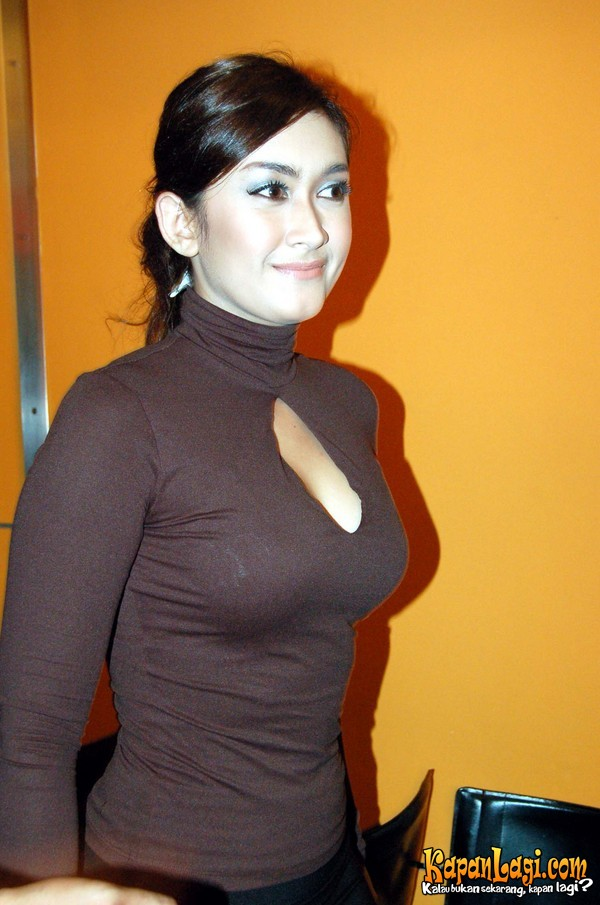 Profil dan Biografi Nafa Urbach | Blog Tokoh Indonesia
